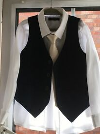 Boys 5 piece formal navy suit. Age 5-6, Marks and Spencer boys suit.