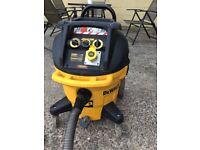 De Walt dust extractor/ wet and dry Hoover