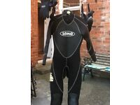 Small adult wetsuit. Lomo Watersport with matching gloves and boots size 10