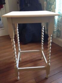 Charming Vintage cream Side Table / Bedside Table