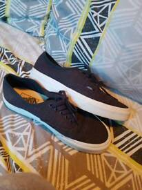 Navy Vans size 6 perfect condition