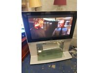 panasonic 42 inch lcd tv with built in stand excellent picture no remote