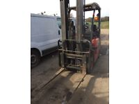 2004 Nissan 18 gas forklift with side shift low hours