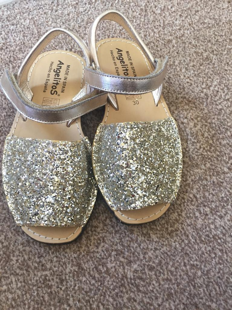 2cc92ec4413 New Girls Gold Sparkly Sandals Size 11.5