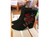 Black embroidered boots SIZE 6 £10 ono