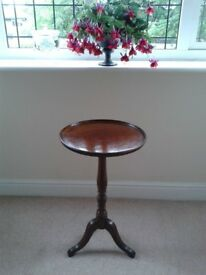 Small Round Lamp/Plant/Wine Table