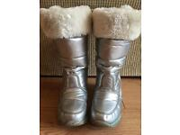 Girls silver and glitter strip snow boots size 1