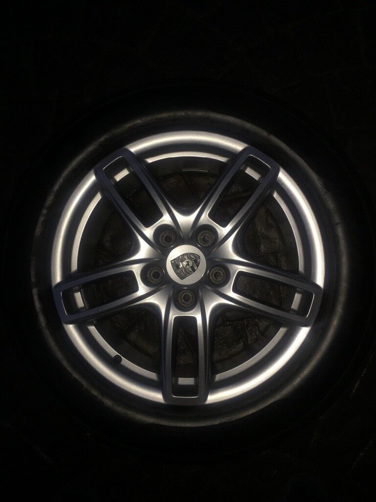 FULL SET- Immaculate Porcshe cayenne wheels, 4 brand new tyres