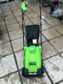 Greenworks Tools 2500067-A 40 V 35 cm Lithium Lawnmower - Green -no charder