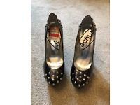 Size 5 black high heels (new)