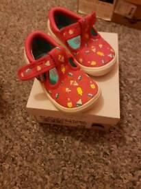 Kids clarks shoes size 5