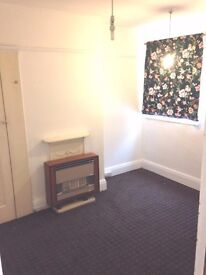 REAL VALUE FOR MONEY. Spacious Single room available to let in a 4 bed Flat near Thornton heath pond