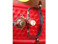 Gas regulator for gas bottles