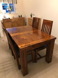 Solid Varnished Oak Extendable Dining Table
