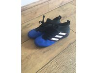 Boys Trainers Nike huarache / converse / Adidas size 1 and 2