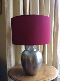 Table lamp with plumb lampshade