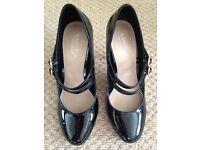 Carvella black patent shoes size 5