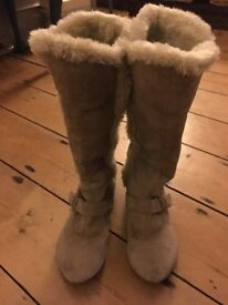 Gorgeous leather Hush Puppy fur lined boots size 6