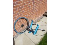 Tacx Bluematic turbo trainer with tyre and front support