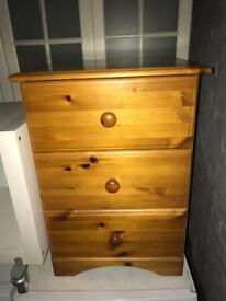 Very nice pine bedside cabinet can deliver