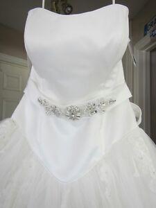 BRAND NEW WEDDING DRESS!!!!
