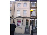 Studio flat with 8sq mt roof garden central Holloway.