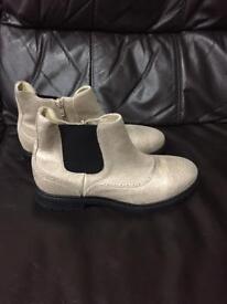 Ladies Brand New M & S boots sz.6