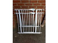2 x Lindam Easy-Fit Plus Deluxe pressure fit safety / stair gates, plus 2 x extensions