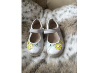 Children's clarks shoes. Great for summer! 9G