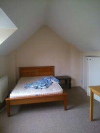 Double room in Carshalton Beeches/ near Sutton / Wallington