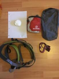 Climbing harness with chalk bag and belay set