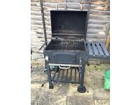 Barbecue/ smoker