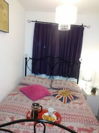 Furnished Double Room AVAILABLE for SHORT TERM Let, £29 per Night or £150 per Week, flexible...