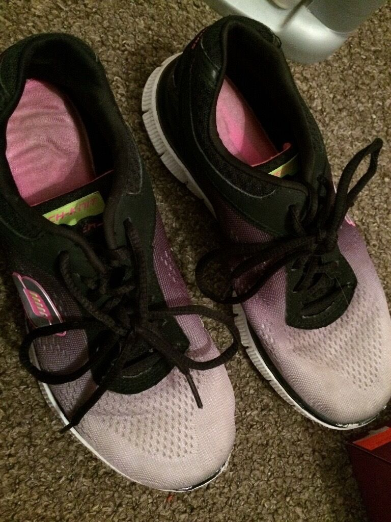Running Shoes (Skechers Memory Foamin Hull, East YorkshireGumtree - Used Running shoes from Skechers memory foam collection, come with new spare pink laces and have a shoe box if wanted, extremely comfy and hard wearing only selling as Ive bought new ones. Usually £59 asking £20 ONO