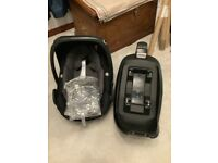 Maxi Cosi Pebble Plus and Two way fix