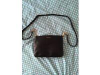 Modalu leather shoulder bag.
