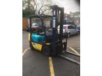 Kmatsu 2 tone gas year 2004 in excellent condition with side shift good working order good tyres