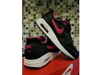 Womens nike air max 1 SIZE 4