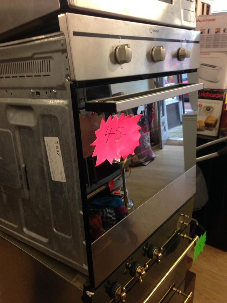 indesit electric oven in nice conditions now only 45£