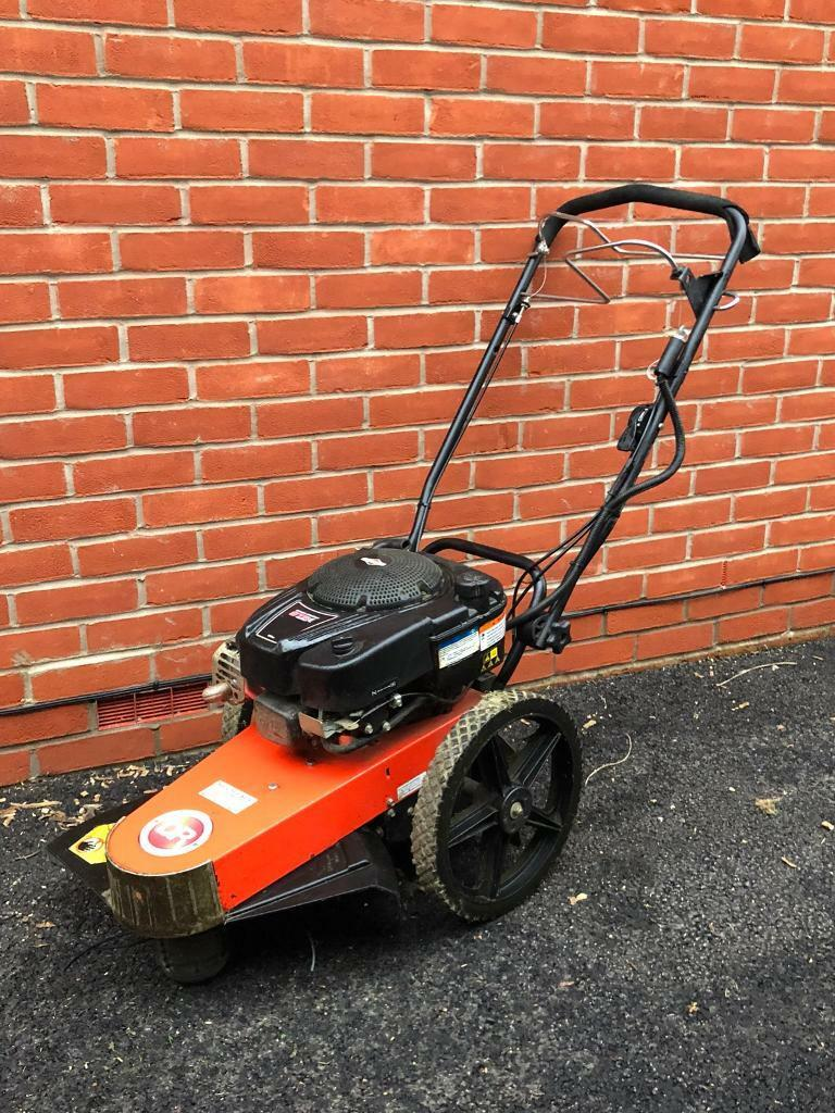 Self propelled strimmer