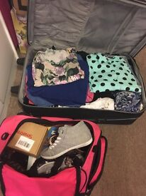 Loads of items, clothes, shoes, sunglasses, belts.... Full big luggage!