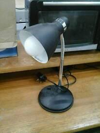 Metal posable desk lamp