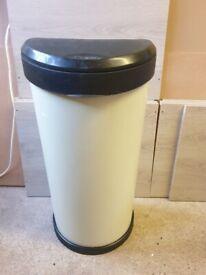 Cream Curver Kitchen bin
