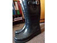 Great rubber rain boots size 5.5 UK