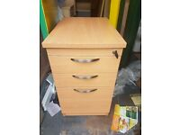 Good qulaity Beech effect lockable 3 drawer office desk nearly new with keys