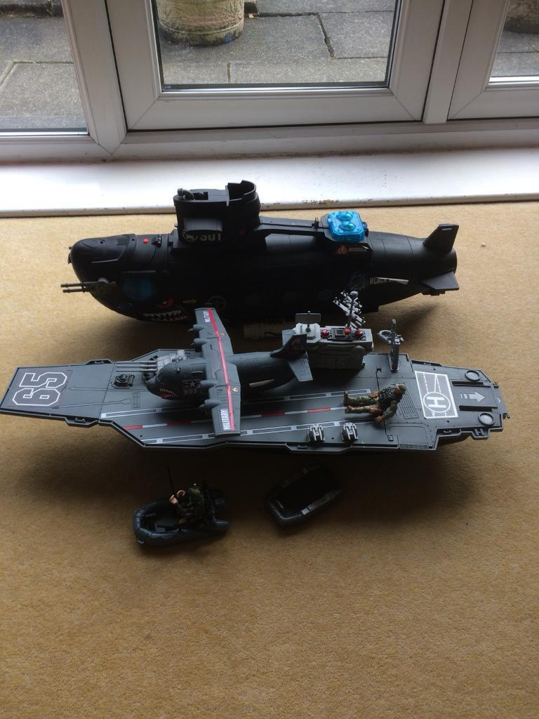 ARMY SOLDIER TOY SUBMARINE AND BATTLESHIP