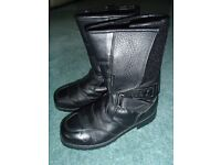 Women's size 6 leather motor cycle boots