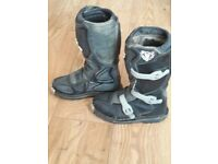 Youth wulf motocross boots size UK 1