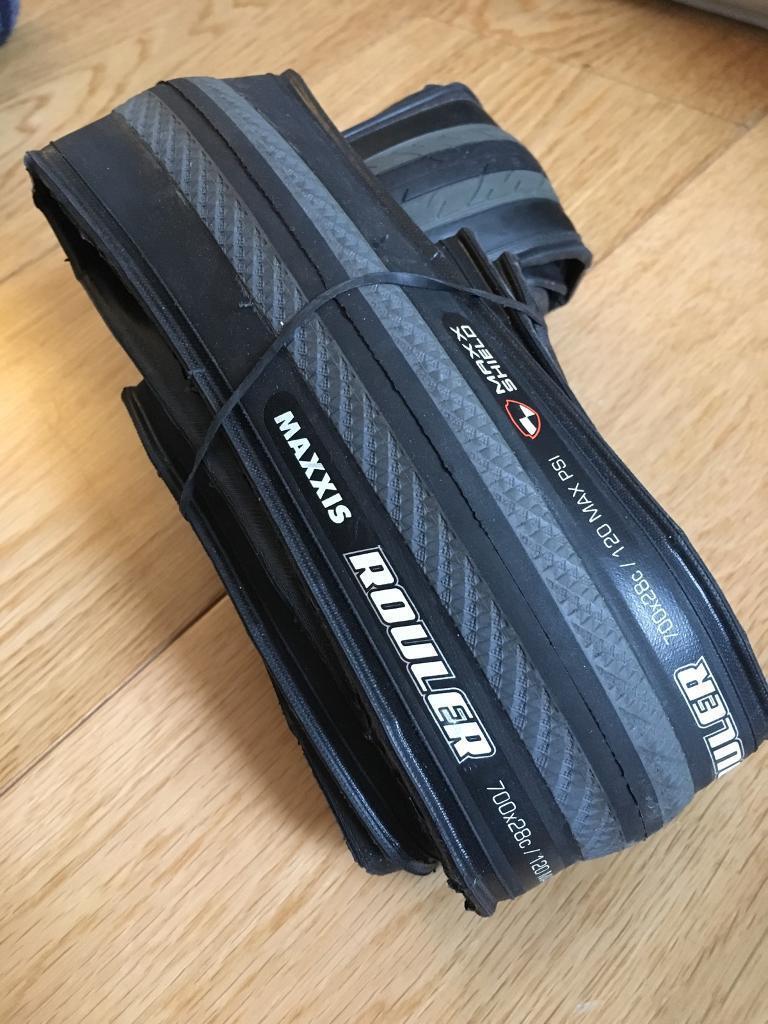 x2 Maxxis Rouler 700x28c folding road racing gravel bike tyres tires