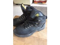 Mens Size 7 safety boots